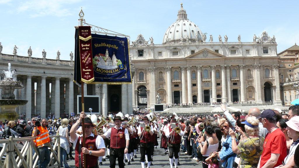 rom-parade2