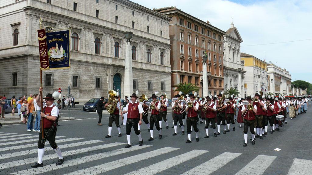 rom-parade2008-1