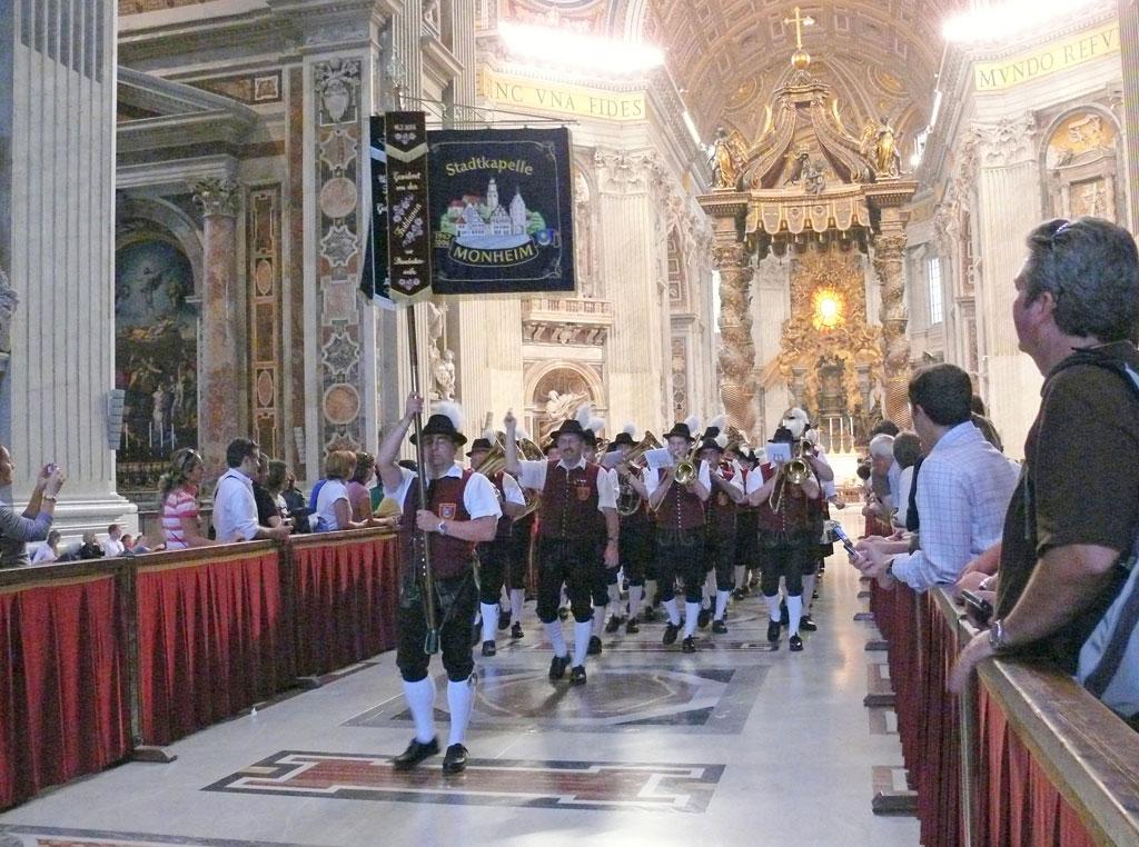 rom-parade3